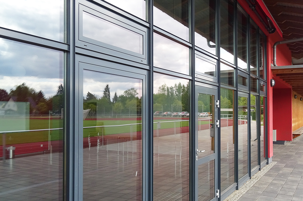Multifunktionsgebaeude-und-Sportplatz_6