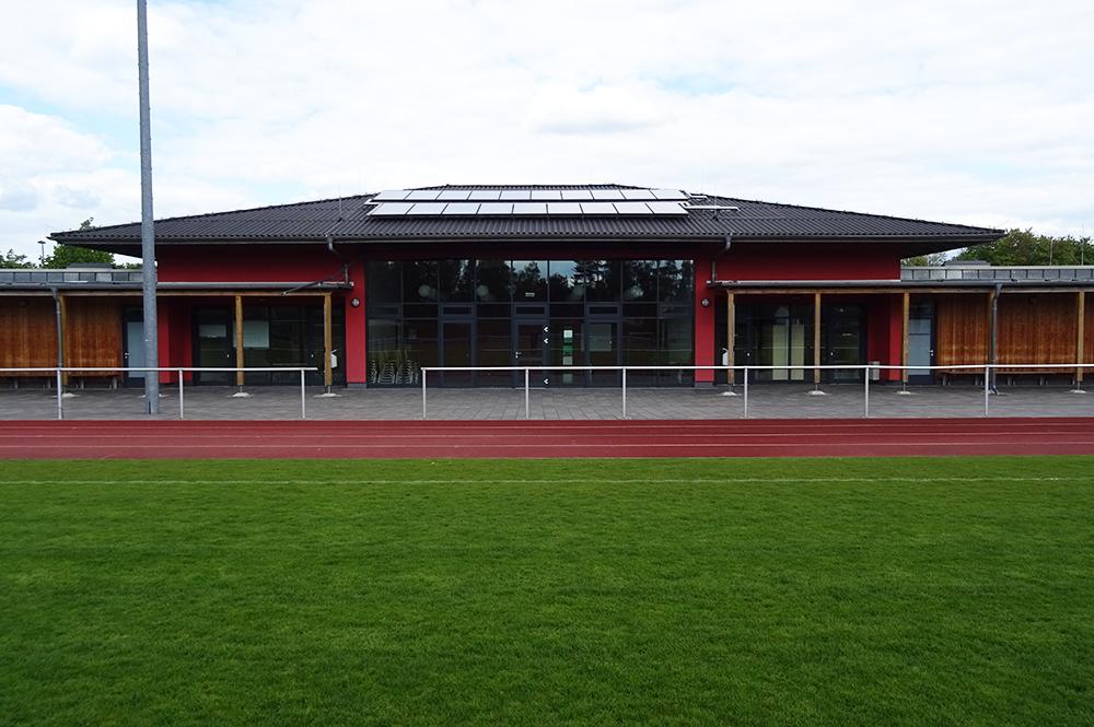 Multifunktionsgebaeude-und-Sportplatz_8